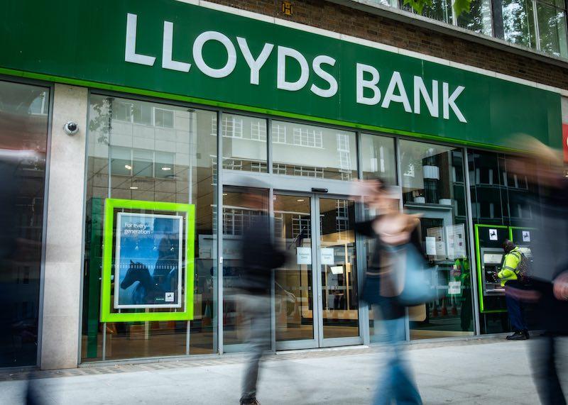 Lloyds-Bank-cuts-interest-rates