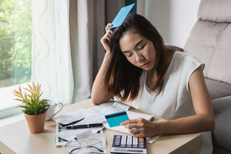 households-more-likely-to-pay-bills-with-credit-cards-than-ask-for-help (1)